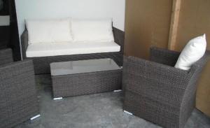 TF-9052 Juego 2 sillón 1 cpo y 1 sillón 3 cpos + mesa ratona con vidrio 78*63*82 82*183*82 100*50